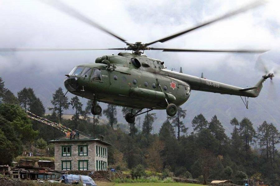 मतदान केन्द्रमा खटिएकी म्यादी प्रहरीलाई सेनाको हेलिकप्टरमा उद्धार