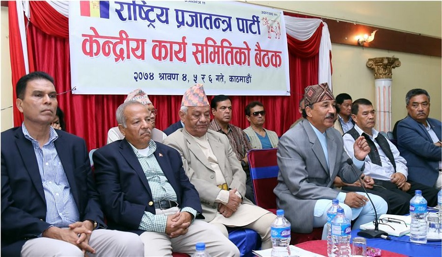 राप्रपा बैठक पुनः शुरु,  किन गएनन् वरिष्ठ नेता बैठकमा
