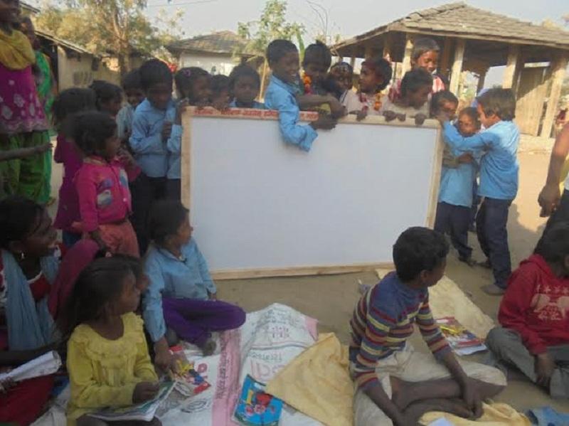७० जना अनाथ तथा टुहुरा बालबालिकालाई उपहार