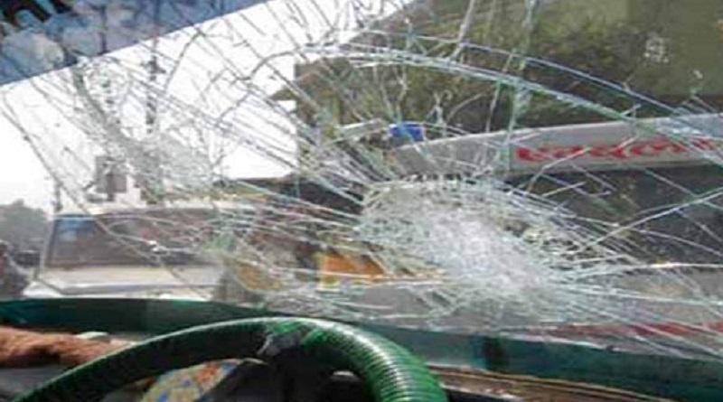 नेपाल बन्दको आह्वान गर्दै चितवनमा गाडी तोडफोड