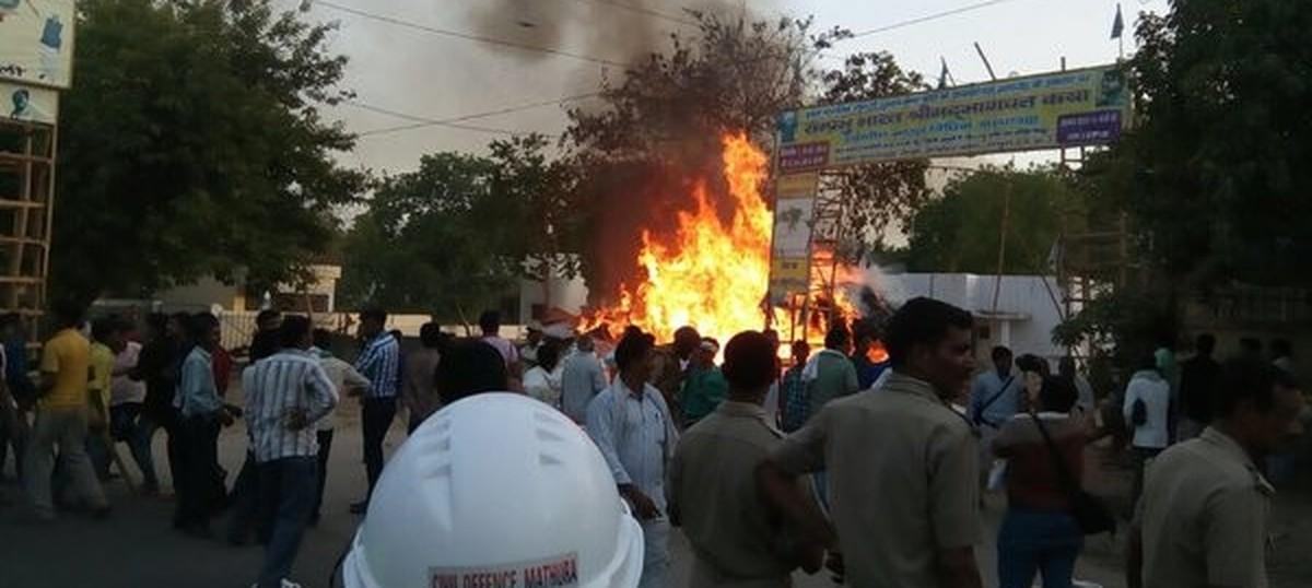 पाकिस्तानमा ८ सुरक्षाकर्मीसहित १५ को मृत्यु