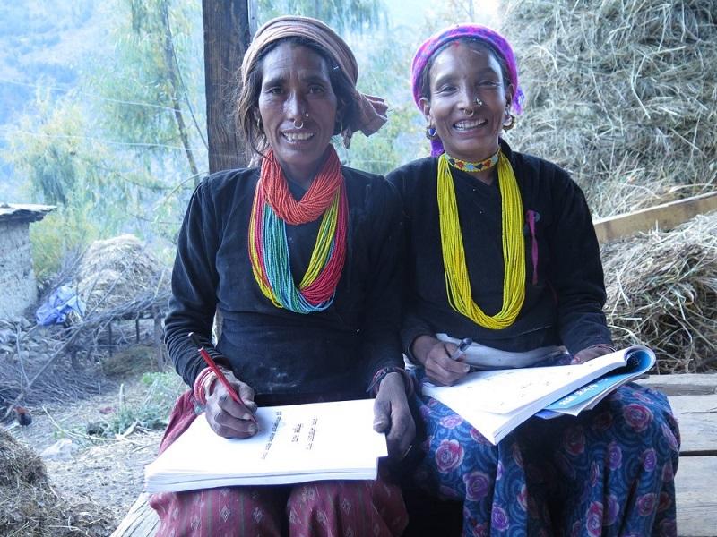कर्णालीका आमाहरु सुनौला हजार दिनबारे शिक्षा दिँदै