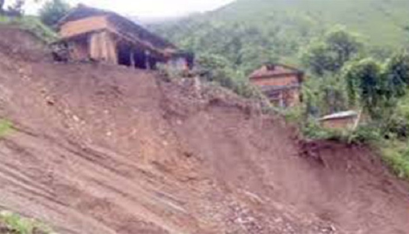 म्याङलुङ पहिरोमा पुरिएर एकै घरका ३ जनाको मृत्यु