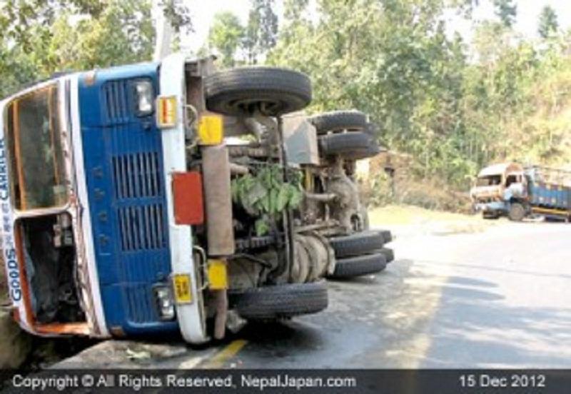 ट्रक दुर्घटनामा हुँदा तीनको मृत्यु